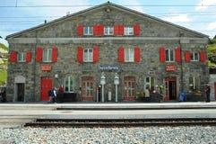 Ospizio Bernina - train rouge suisse Bernina exprès Images stock