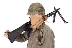 Oss armésoldat med vietnamkrigetperiod för maskingevär m60 Arkivbilder