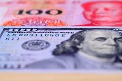 Oss dollar och RMB Arkivfoto