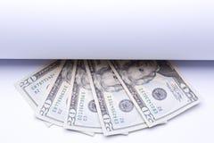 Oss pengardollar, sedlar under rulle av papper Royaltyfri Bild