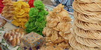 Ossequi melliflui in un mercato nell'Uzbekistan fotografie stock