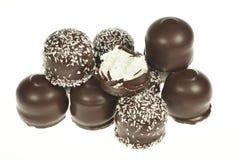 Ossequi ricoperti di cioccolato della caramella gommosa e molle immagine stock