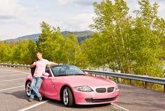 Osservando abbastanza nel colore rosa Fotografia Stock