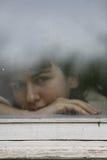 Osservando attraverso la finestra Immagini Stock Libere da Diritti