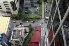 Osservando giù la via di Bangkok Immagini Stock