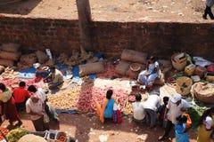 Osservando giù su un mercato indiano Goa dell'alimento Fotografie Stock