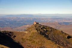 Osservatorio abbandonato su una collina Immagini Stock Libere da Diritti