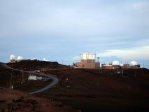 Osservatorio alla sommità del cratere di Haleakala Immagini Stock Libere da Diritti