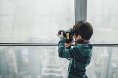 Osservatorio della costruzione del centro finanziario del mondo di Shanghai Fotografie Stock