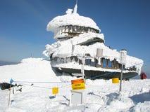 Osservatorio polacco sull'più alta montagna Snezka Immagini Stock Libere da Diritti