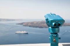 Osservazione del binocolo in Santorini, la Grecia Fotografia Stock Libera da Diritti