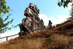 Osservi alla parete Teufelsmauer del ` dei diavoli vicino a Weddersleben Immagine Stock