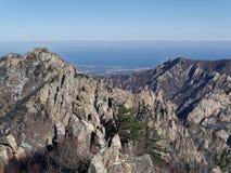 Osservi alle belle montagne Seoraksa Fotografia Stock