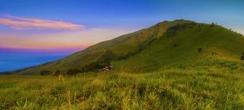 Osservi dal campeggio di Sabana II, il supporto Merbabu, Java centrale, Indonesia immagine stock
