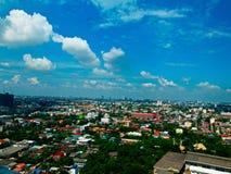 Osservi dal pavimento 24 per vedere grande città Fotografia Stock
