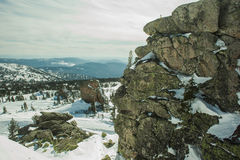 Osservi dalle montagne un il giorno soleggiato Immagini Stock