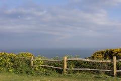 Osservi fuori verso il mare dal parco orientale dell'alpeggio Fotografia Stock