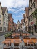 Osservi il centro centrale della via di prospettiva della città medievale Rothenbu Fotografie Stock Libere da Diritti