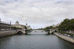 Osservi il paesaggio della città di Parigi alla riva del fiume della Senna Fotografia Stock Libera da Diritti