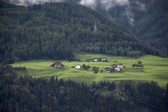 Osservi il paesaggio ed il paesaggio urbano del villaggio in Tirolo, Austria di Niederthai Fotografia Stock Libera da Diritti