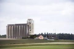 Osservi il paesaggio ed il paesaggio urbano della campagna da funzionamento del treno Fotografia Stock