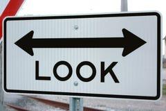 Osservi il segno di entrambi i modi Fotografia Stock