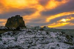 Osservi il tramonto arancio a forma di sopra il Cappadocia stregante, Turchia fotografia stock