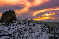 Osservi il tramonto rosa a forma di sopra il Cappadocia stregante, Turchia immagine stock