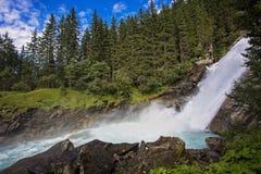 Osservi la cascata d'ispirazione alpina di Krimml di bellezza in montagne Fotografia Stock Libera da Diritti