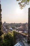 Osservi la cima dei tetti alla città Udine fotografie stock libere da diritti