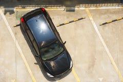 Osservi la cima dell'automobile nel parcheggio Immagini Stock