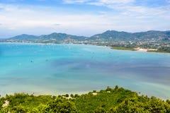 Osservi la città del cielo e del turista del mare a Phuket, Tailandia immagini stock