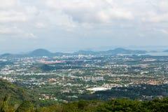 Osservi la città da Buddha dorato Phuket in Tailandia Immagini Stock