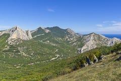 Osservi la valle dalla cima della cresta crimea immagine stock