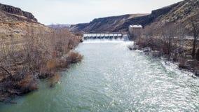 Osservi a monte sul fiume di Boise che reveling una diga di diversione Immagine Stock
