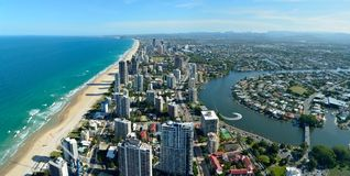 Osservi sopra il fiume di paradiso e di Nerang dei surfisti nel Queensland, Austr Fotografia Stock