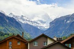 Osservi sulla montagna delle alpi a Interlaken, Svizzera Fotografia Stock Libera da Diritti