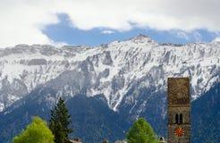 Osservi sulla montagna delle alpi a Interlaken, Svizzera Fotografie Stock
