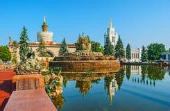 Osservi una delle fontane principali di VDNH fotografia stock