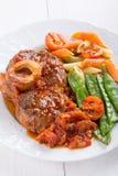 Ossobuco Хвостовики телятины ross-отрезка ¡ Ð braised с овощами стоковое изображение rf