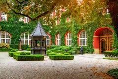 Ossolineum - μεγαλύτερη επιστημονική βιβλιοθήκη προαύλιο της Πολωνίας σε †« Στοκ φωτογραφία με δικαίωμα ελεύθερης χρήσης