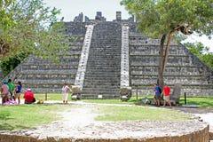 ` Ossuary ` wśród kilka Majskich ruin przy Chichen Itza, Jukatan, Meksyk zdjęcie stock