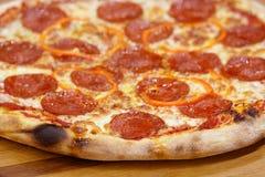 Ost för peperoniostpizza Royaltyfria Bilder