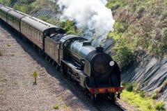 OST-GRINSTEAD, SUSSEX/UK - 6. APRIL: Dampf-Zug auf dem Bluebe Lizenzfreies Stockfoto