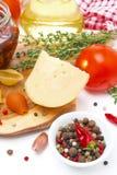 Ost, kryddor, tomat och olivolja Fotografering för Bildbyråer