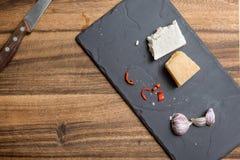 Ost och krydda som lagar mat bakgrund arkivfoton