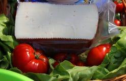 Ost på grön sallad och tomater Fotografering för Bildbyråer