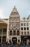 Ost shoppar, lagrar i gamla Amsterdam, Nederländerna, Oktober 12, 2017 royaltyfria foton