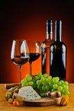 Ost, vin och druvor royaltyfri fotografi