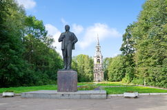 OSTASHKOV, REGIÃO DE TVER, RÚSSIA - 27 DE AGOSTO DE 2014: Monumento de Lenin Foto de Stock